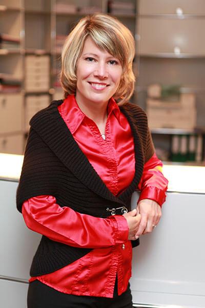 Kerstin Schlappinger, Notarangestellte