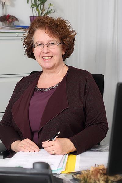 Petra Uwira, Sachbearbeiterin Immobilienrecht