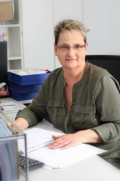 Rosi Charles, Notarangestellte/Ausfertigung